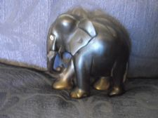 "OLD VINTAGE SOLID EBONY WOODEN CARVED ELEPHANT NICE STRIPED GRAIN 4"" HIGH"